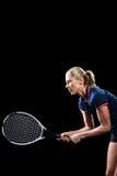 Het speeltennis van de tennisspeler met een racket Stock Foto's