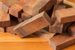 Het spel van de houtsnedetoren voor kinderen Stock Foto's