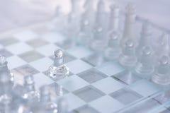 Het spel van de schaakraad, bedrijfs concurrerend concept royalty-vrije stock afbeelding