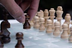 Het spel van de schaakraad, bedrijfs concurrerend concept, ontmoet moeilijke situatie, het verliezen en het winnen royalty-vrije stock afbeeldingen