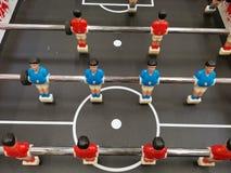 Het spel van de voetballijst - spelers in rood en blauw stock foto
