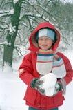Het spel van het kind op sneeuw royalty-vrije stock fotografie