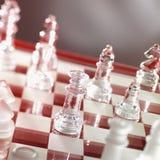 Het spel van het schaak in warm rood stock foto's