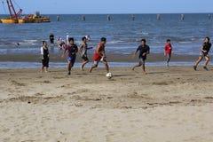 Het spel van het strandvoetbal Royalty-vrije Stock Foto