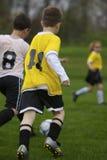 Het Spel van het Voetbal van de jeugd Stock Afbeelding