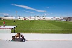 Het spel van het voetbalvoetbal tussen CD Poblense en RCD Mallorca Stock Afbeeldingen
