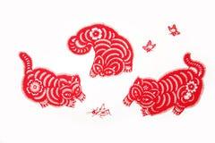 Het spel van katten - Chinese papier-besnoeiing Royalty-vrije Stock Foto's