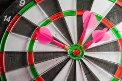 Het spel van pijltjes Het symbool van het succes Stock Foto