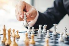 Het spel van het zakenman speelschaak Planning van belangrijk strategie succesvol bedrijfsleidersconcept royalty-vrije stock foto