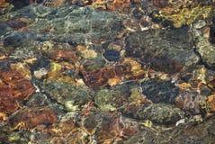 Het spel van zonlicht in zeewater Stock Foto's