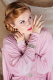 het speld-Omhooggaande Schot van de Stijl van jaren '40 van Mooie Jonge Vrouw stock foto