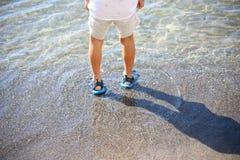 Het spelen bij het strand Royalty-vrije Stock Fotografie