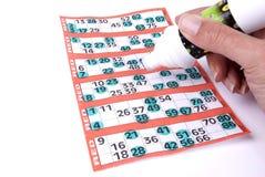 Het spelen Bingo Stock Afbeeldingen