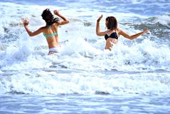 Het spelen in de oceaan Royalty-vrije Stock Foto