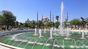 Het spelen fontein bij Sultanahmet-Vierkant, Instanbul stock videobeelden