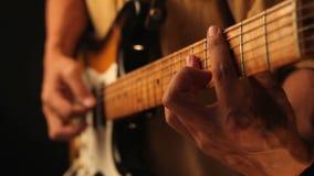 Het spelen gitaar stock videobeelden
