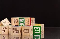 Het spelen met de Blokken van het Stuk speelgoed Royalty-vrije Stock Fotografie