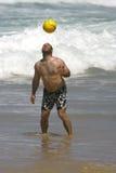 Het spelen met een bal Stock Fotografie