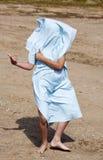 Het spelen met een Handdoek Stock Foto