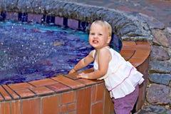 Het spelen met fontein royalty-vrije stock fotografie