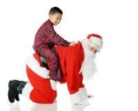 Het spelen met Kerstman Stock Foto