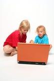 Het spelen op laptop royalty-vrije stock foto's