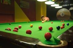 Het spelen snooker Royalty-vrije Stock Foto's