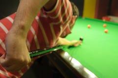 Het spelen snooker royalty-vrije stock afbeeldingen