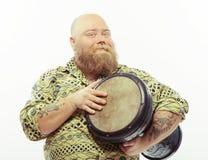 Het spelen trommels en het houden van van het Royalty-vrije Stock Foto