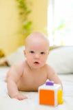 Het spelen van de baby met stuk speelgoed Royalty-vrije Stock Foto