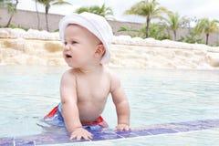 Het Spelen van de baby in Pool Royalty-vrije Stock Foto