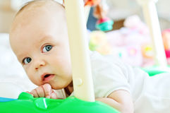 Het spelen van de baby speelgoed Royalty-vrije Stock Afbeeldingen