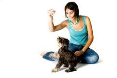 Het spelen van de eigenaar met puppy Royalty-vrije Stock Afbeelding