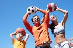 Het spelen van de familie met ballen Royalty-vrije Stock Foto