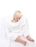 Het Spelen van de jongen gluurt een Boe-geroep met een Handdoek royalty-vrije stock afbeelding