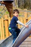 Het Spelen van de jongen op de Dia Royalty-vrije Stock Foto's