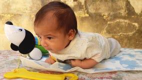 Het Spelen van de Jongen van de baby met Blok Royalty-vrije Stock Afbeelding