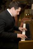 Het spelen van de mens piano Stock Fotografie