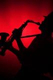 Het Spelen van de mens Saxofoon in Silhouet Royalty-vrije Stock Foto's