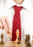 Het spelen van de mens schaak Stock Afbeelding