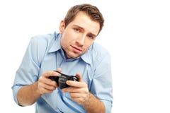 Het spelen van de mens videospelletjes Stock Fotografie