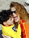 Het spelen van de moeder en van het kind Stock Foto