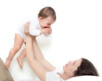 Het spelen van de moeder met baby Stock Foto