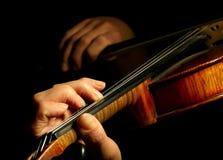 Het spelen van de musicus viool stock afbeeldingen