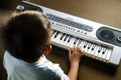 Het spelen van de piano Stock Fotografie