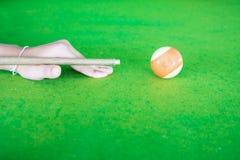 Het spelen van de snooker stock foto's