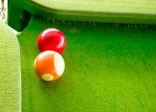 Het spelen van de snooker stock afbeelding