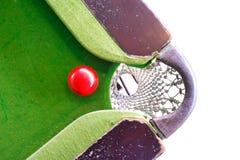 Het spelen van de snooker stock afbeeldingen