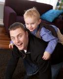 Het spelen van de vader en van de zoon Royalty-vrije Stock Fotografie