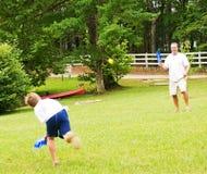 Het Spelen van de vader en van de Zoon Stock Afbeeldingen
